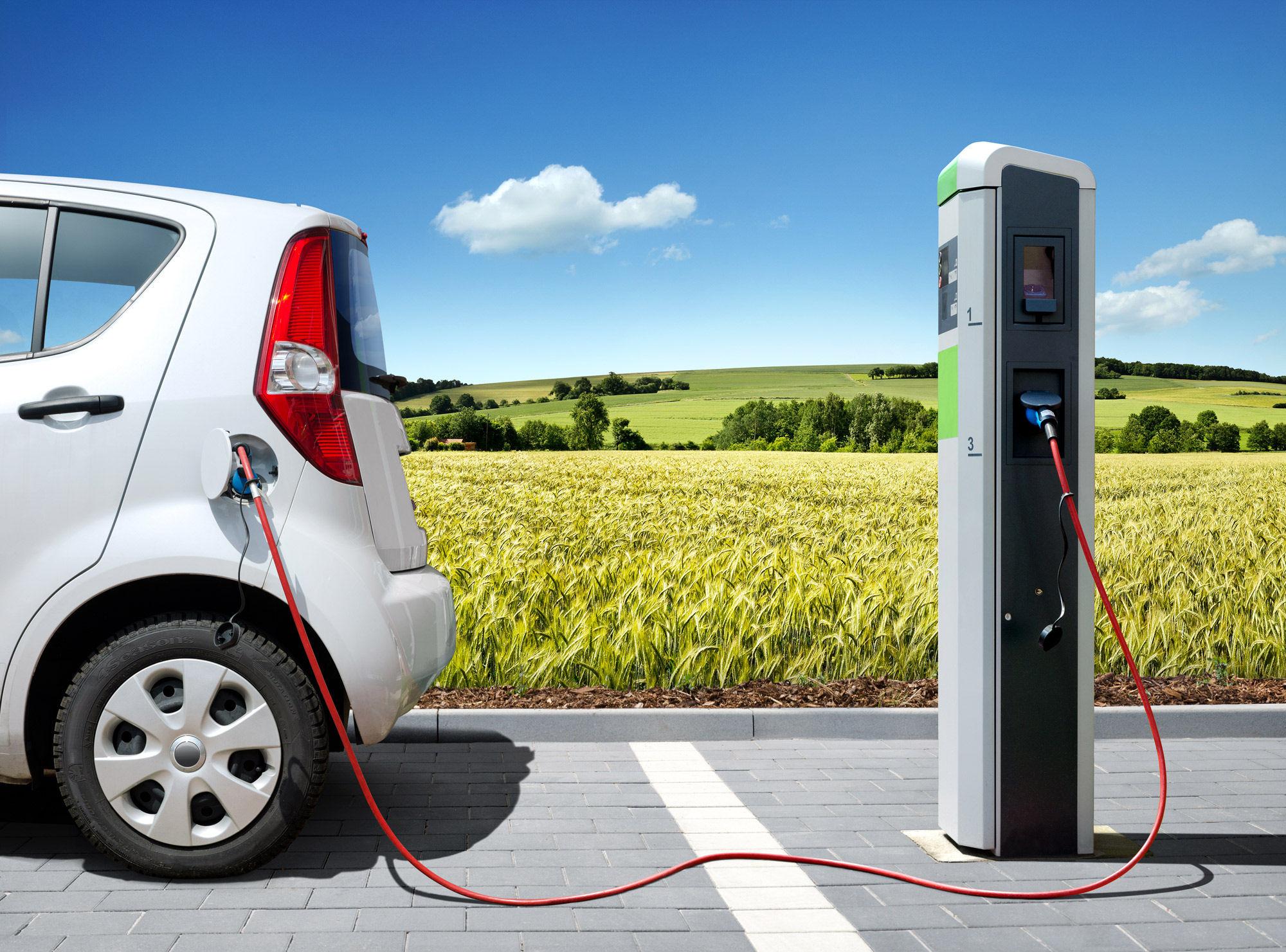 auto emissioni zero impatto elettrica